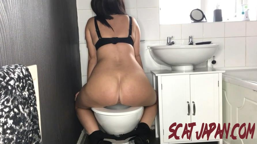 Special #1045 Toilet Amateur Shitting, Self Filmed (1.1045_BFSpec-1045) [2020 | 328 MB]